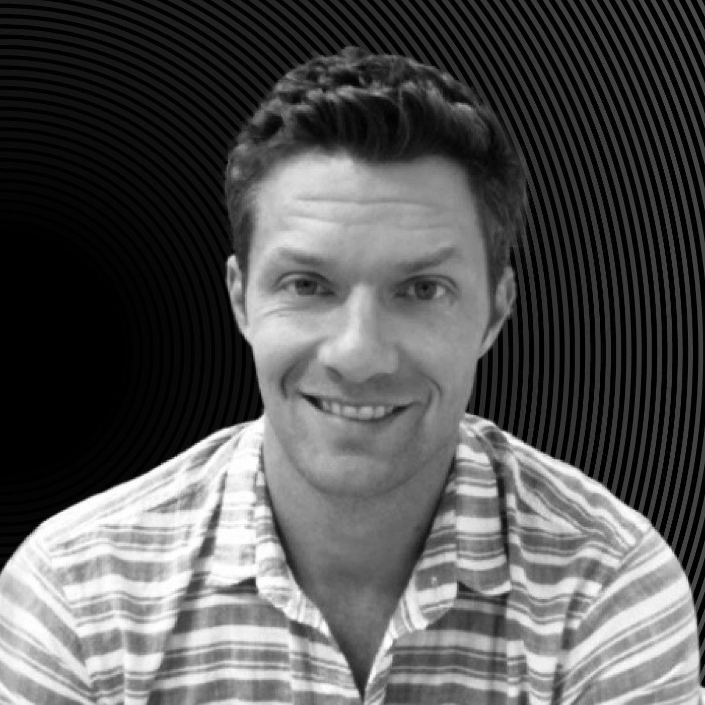 Headshot of Marine Layer COO Adam Lynch